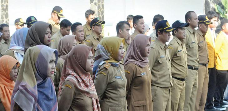 Pegawai Negeri Sipil (PNS) dilingkungan Pemerintah Kota Sukabumi saat melaksanakan apel.