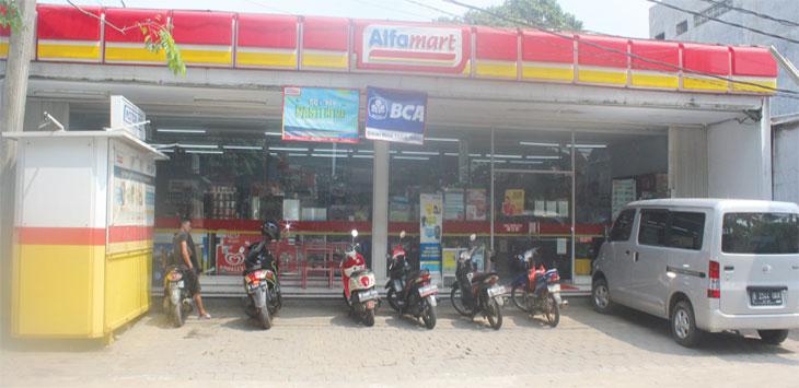 Alfamart di Jalan Abdul Wahab, RT4/8, Kelurahan Kedaung, Kecamatan Sawangan, mengalami Perampokan, Sabtu (25/5/19) malam. Radar Depok