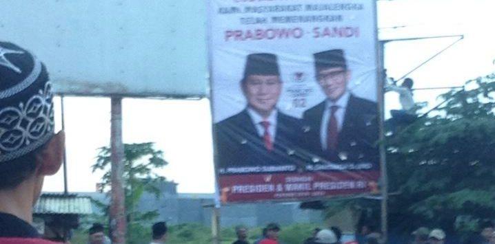 Baliho klaim kemenangan Prabowo-Sandi yang ada di Jatiwangi. Ian/pojokjabar