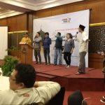 Para wartawan menerima tantangan PT Cirebon Power. Indra/pojokjabar