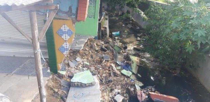 Sebuah bangunan di Jalan Cipto, Kota Cirebon, rawan tergerus air, Rabu (15/5/2019)./Foto: Istimewa