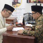 Gubernur Jabar Ridwan Kamil bayar zakat