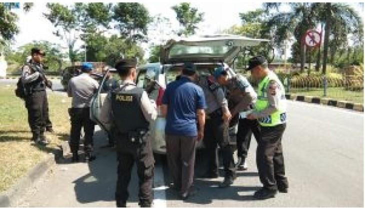 Jajaran Polres Cirebon lakukan razia penyekatan