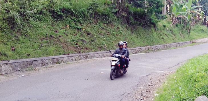 Jalan Raya Nyalindung - Sagarenten rawan aksi begal lantaran minim PJU dan jauh dari pemukiman warga.