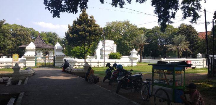 Komplek Keraton Kanoman. Pengunjung gratis bisa melihat bangunan sejarah di sini. Alwi/pojokjabar