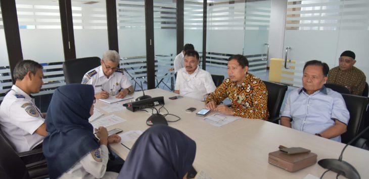 Komisi IV DPRD Jabar saat berkonsultasi ke Ditjen Perhubungan Udara Kementerian Perhubungan. Ist/pojokjabar