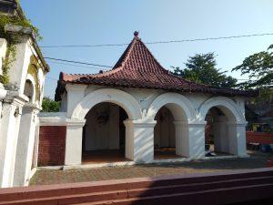 Bagian belakang Lawang Sanga. Pintu-pintu ini tempat menyambut raja-raja dan tamu undangan Gotrasawala. Alwi/pojokjabar