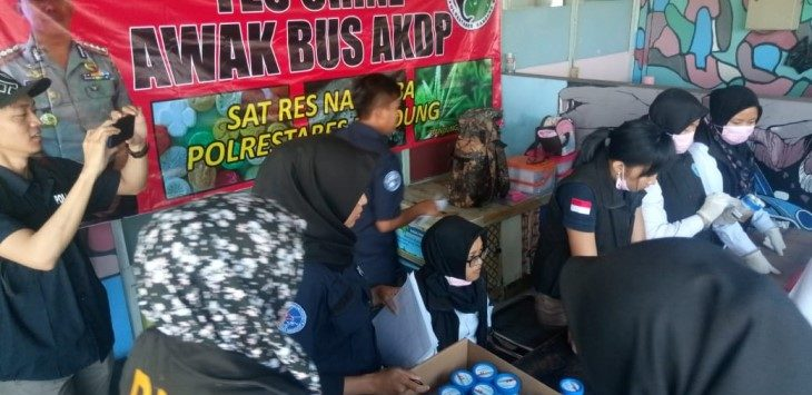 Polrestabes Bandung adakan tes urine di Terminal Cicaheum, Kota Bandung, Senin (27/5/2019)./Foto: Arief