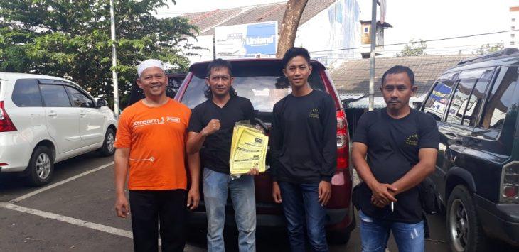 Satpol PP dan Gamas Kabupaten Kuningan sebarkan edaran. Ahmad/pojokjabar