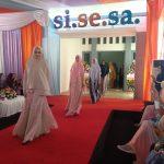 Para model saat memamerkan pakaian busana muslim Si.Se.Sa ketika Grand Opening Si.Se.Sa. Alwi/pojokjabar
