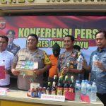 Konferensi Pers Polres Indramayu, penangkapan penjual miras oplosan. Yanto/pojokjabar