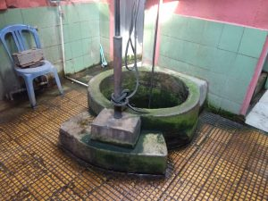 Sumur Masjid Jagabayan, masyarakat sekitar memercayai airnya bisa menjadi obat segala penyakit. Alwi/pojokjabar