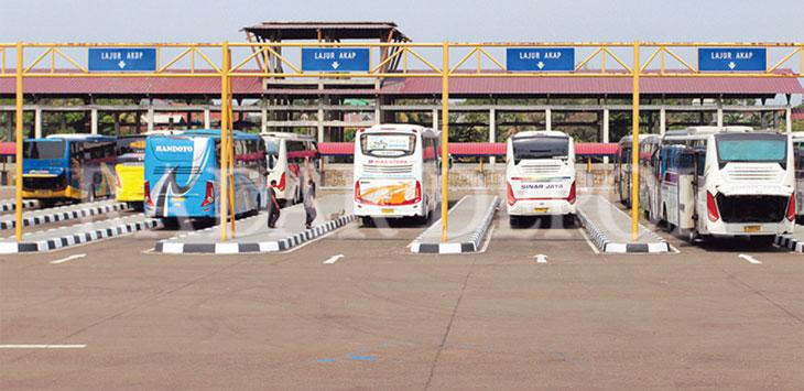 Bus menunggu penumpang di kawasan Terminal Jatijajar, Kecamatan Tapos. Radar Depok