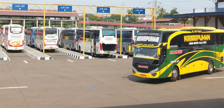 Sejumlah bus AKAP dan AKDP terparkir di kawasan Terminal Jatijajar, Kecamatan Tapos. Radar Depok