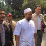 Ustad Sambo saat tiba di Polda Metro Jaya