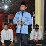 Plt Bupati Bekasi memberikan sambutan saat Safari Ramadan di Bojongmangu.