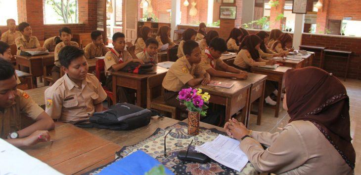 Salah satu ruangan sekolah saat kegiatan belajar mengajar para siswa di purwakarta