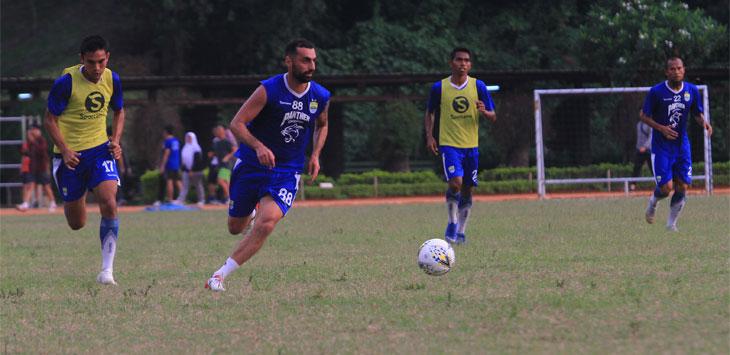 Penyerang Persib Bandung Artur Gevorkyan saat menjalani sesi latihan bersama skuat Maung Bandung. Radar Bandung