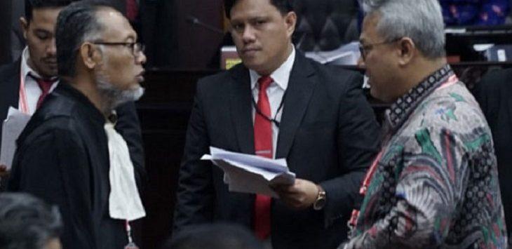 Bambang Widjojanto Terlibat Pembicaraan Serius Dengan Arief Budiman./Foto: Istimewa