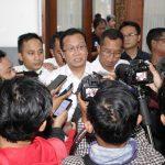 Direktur PT KAI, Edi Sukmoro saat memberikan keterangan kepada wartawan. Kirno/pojokjabar