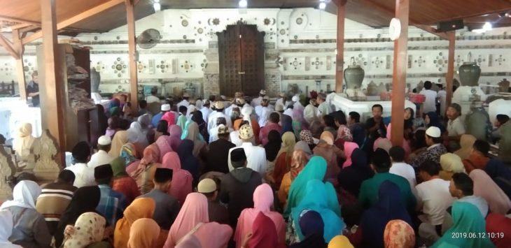 Ritual Grebeg Syawal di Makam Sunan Gunung Jati. Kirno/pojokjabar