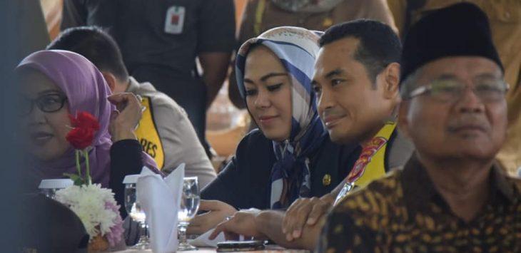 Bupati karwang Cellica Nurrachdiana dan Kapolres Karawang saat acara halal bihalal bareng Gubernur jabar.