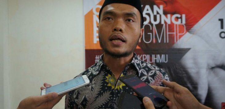 Ketua KPU Karawang, Miftah Farid saat diwawancara sejumlah awak media (ist)