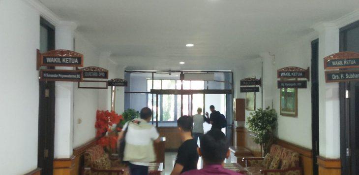 KPK di Gedung DPRD Kanbupaten Cirebon, Jumat (21/6/2019) siang./Foto: Dede
