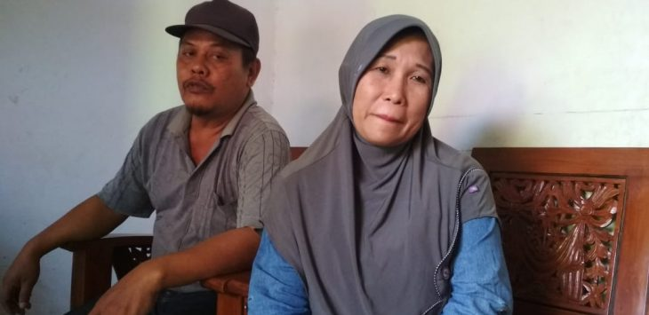 Kakak kandung Amsor, Juju (48) bersama suaminya beberkan masalah Amsor. Kirno/pojokjabar