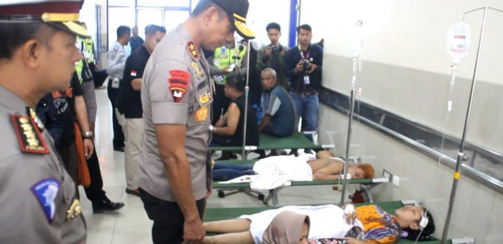 Kapolda Jawa Barat, Irjen Polisi Rudy Sufahriadi cek kondisi korban luka di Rumah sakit Mitra Plumbon. Kirno/pojokjabar