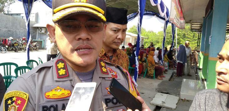 Kapolres Cirebon Kota, AKBP Roland Ronaldy saat memberikan keterangan kepada wartawan. Indra/pojokjabar
