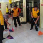 Kegiatan bakti sosial membersihkan masjid oleh Polrestabes Bandung (ist)