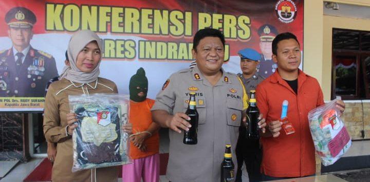 Dalam gelar perkaranya, Kapolres Indramayu beberkan barang bukti. Yanto/pojokjabar