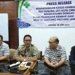 Dirut RSUD Gunung Jati bersama Ketua Tim dokter RSUD Soetomo Surabaya saat memberikan keterangan kepada wartawan. Indra/pojokjabar