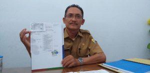 Kusmadi, Kasi Pemanfaatan Jalan dan Jembatan tunjukan surat izin pembongkaran dari pihak Hotel Patra Jasa Cirebon. Ghofar/pojokjabar