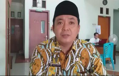 Abdul Kodir, Kuwu Panembahan saat memberikan keterangan kepada wartawan. Ghofar/pojokjabar