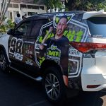 Mobil dinas Wabup Kuningan di branding. Ahmad/pojokjabar