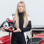 Pembalap gokart wanita bernama Jess Hawkins