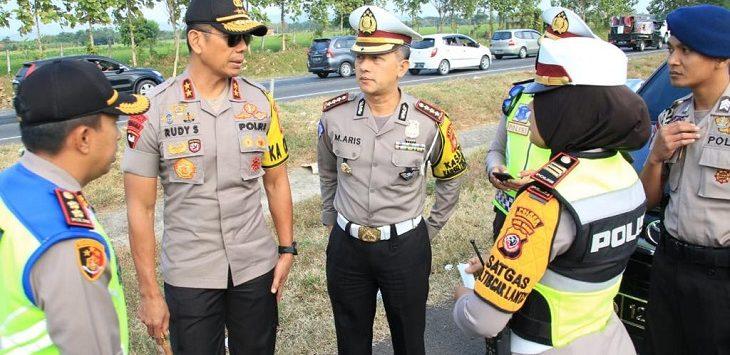 Polda Jabar cek lokasi kecelakaan di Tol Cipali./Foto: Istimewa