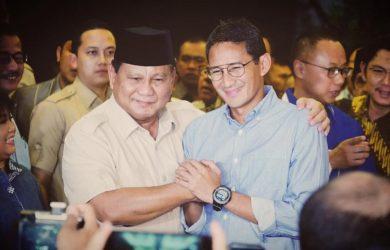 Prabowo -Sandi foto bersama saat konferensi pers usai putusan MK (ist)