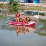Proses pencarian maling motor di Kali Malang (ega)