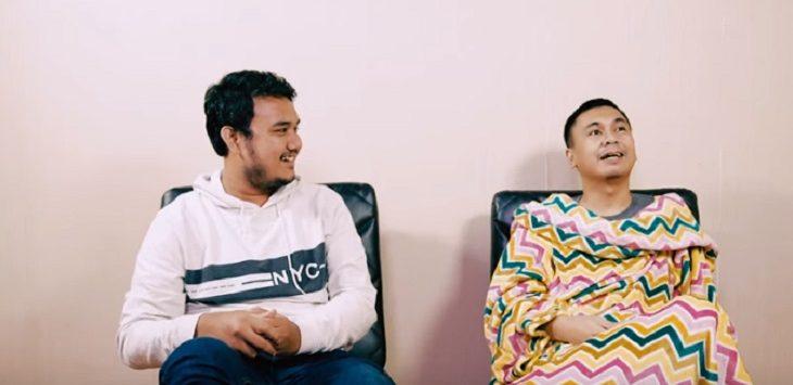 Raditya Dika dan Reza pada video vlog Raditya Dika./Foto: Istimewa