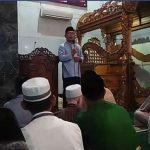 Ridwan Kamil Salat Subuh Berjamaah di Karawang