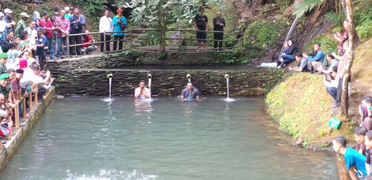 Gubernur Jabar, Ridwan Kamil menjelajahi wisata alam di Bantaragung Kecamatan Sindangwangi Kab. Majalengka. Ian/pojokjabar