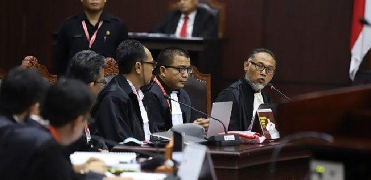 Ketua Tim Hukum BPN Prabowo-Sandi, Bambang Widjojanto (BW), saat sidang pendahuluan PHPU 2019, di gedung Mahkamah Konstitusi (MK), Jakarta, Jumat (14/6). (jpc)