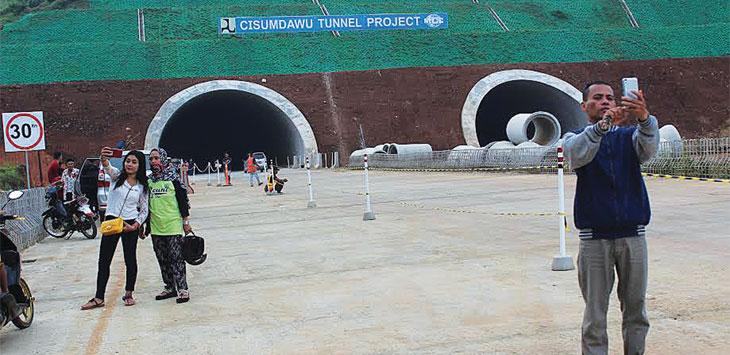 Terowongan Tol Cisumdawu di wilayah Pamulihan mulai dibuka sebagai jalur alternatif arus mudik.