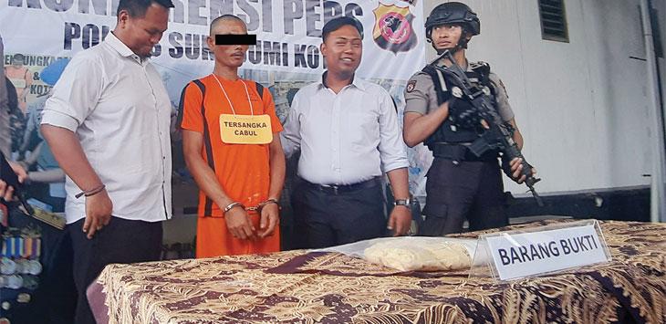 Polres Sukabumi Kota saat memberikan keterangan resmi terkait kasus pencabulan kepada anak dibawah umur yang dilakukan ayah kandungnya sendiri berinisial A (48). Radar Sukabumi