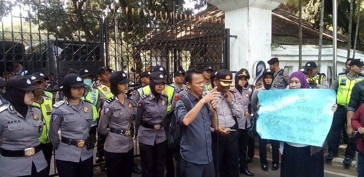 Aksi guru Bandung soal zonasi, Rabu (3/7/2019),.Foto: Arief