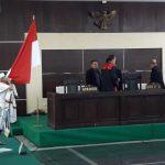 Aksi spontan Habib Bahar Smith mencium merah putih di depan hakim (arf)