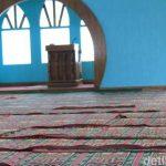 Bagian dalam Masjid Jabal Nur yang bersih tak tersentuh sedikitpun abu vulkanik Tangkuban Perahu (dtc)